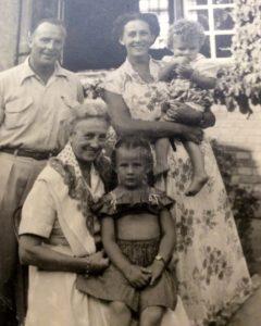 Laure Sips et les Cardon (Yetta, Willy, Jean-Robert et Siska)