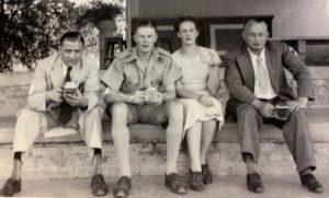 Yetta et ses amoureux (Paul à sa gauche)